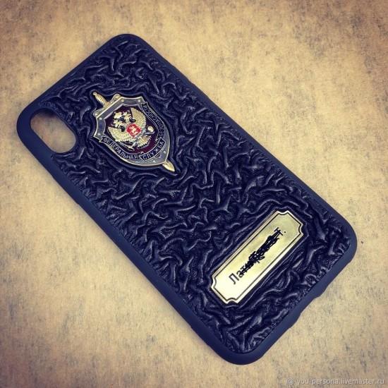 Кожаный чехол на iPhone (любой модели) «Статус» символика из бронзы (возможна персонализация изделия)