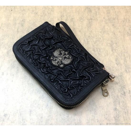"""Кожаный клатч на молнии  ручной работы """"Альт"""" герб из бронзы (возможна персонализация изделия)"""